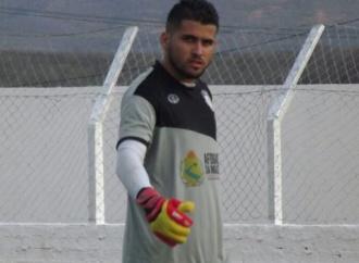 Belo Jardim confirma a contratação do goleiro Evandrizio