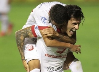 Náutico faz três gols no primeiro tempo e vence o Botafogo-SP