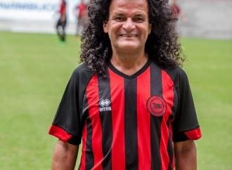 Personagem-símbolo do ͍bis, Mauro Shampoo completa 64 anos