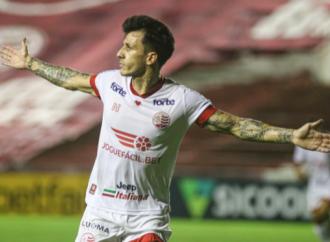 Com gols de Jean Carlos, Náutico vence o Brasil de Pelotas