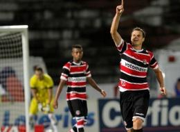 Santa Cruz vence o Bragantino e sobe na classificação